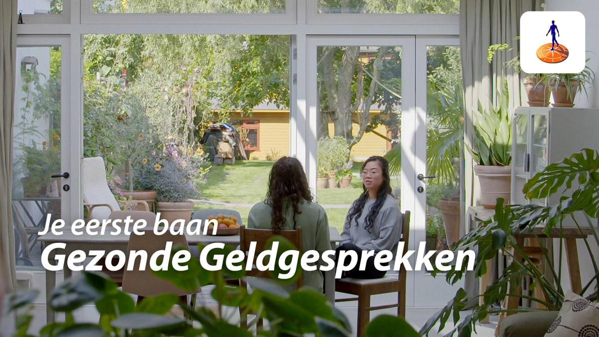 Vriendinnen praten over hun eerste inkomen