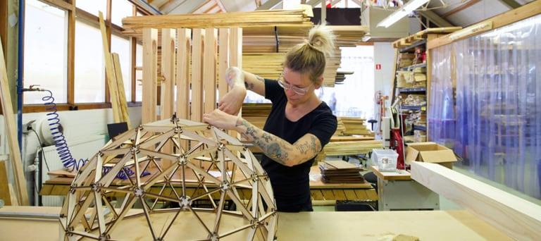 Woman making a wooden lamp at Binthout