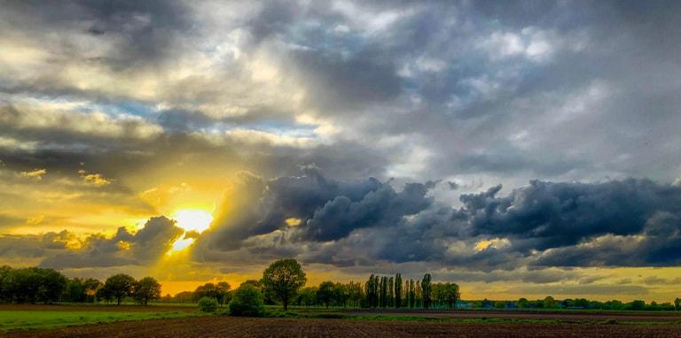 Wolken donkere zon in Nederland